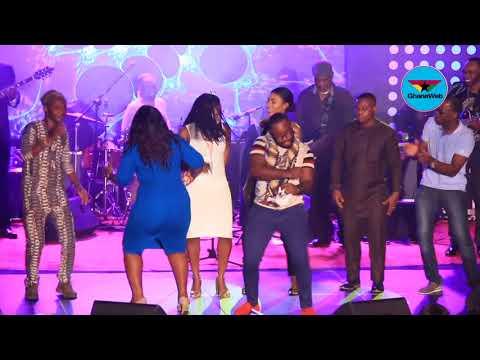 Fans dance to 'Kwassa Kwassa' on stage with Kanda Bongoman
