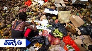 Công nhân ăn rau được nhặt từ bãi rác   VTC