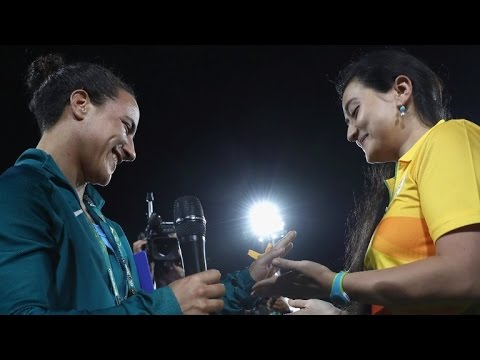 A Games Volunteer Proposes Brazilian Rugby Player With Olympic Rings - Love Birds In Rio Olympic