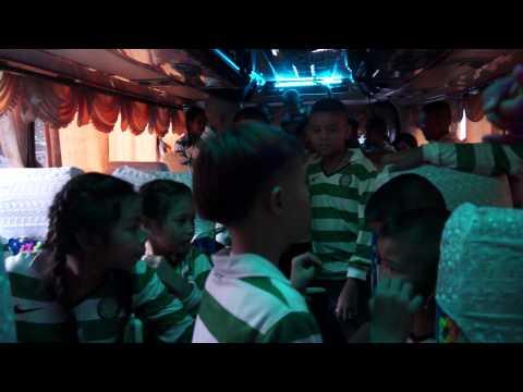 Thai Tims on the disco bus. ไทยทิมส์กลับบ้าน