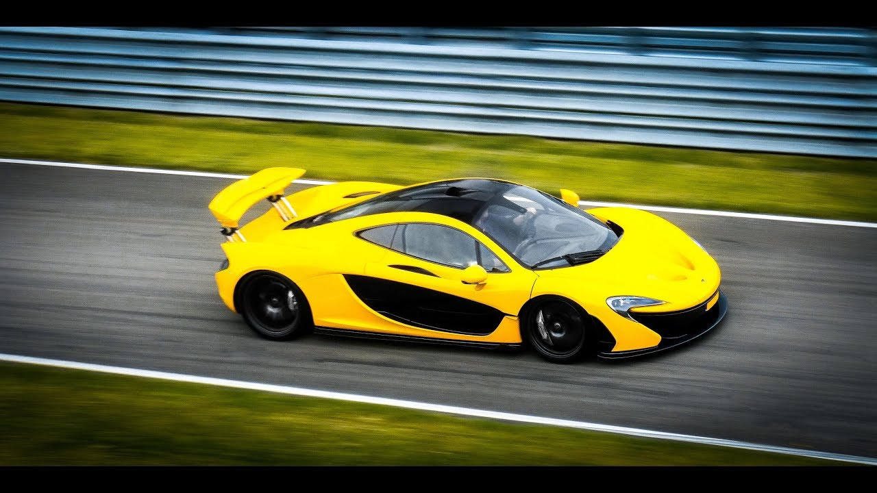 Supercars Racing On The Track Laferrari Spyder Agera