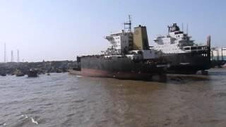 Выброска судна на берег для утилизации