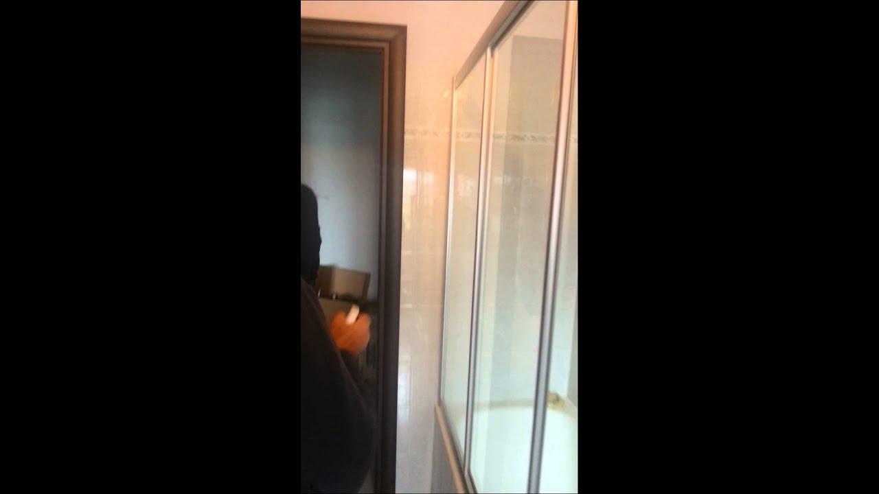 Come siliconare una doccia o un box doccia - YouTube