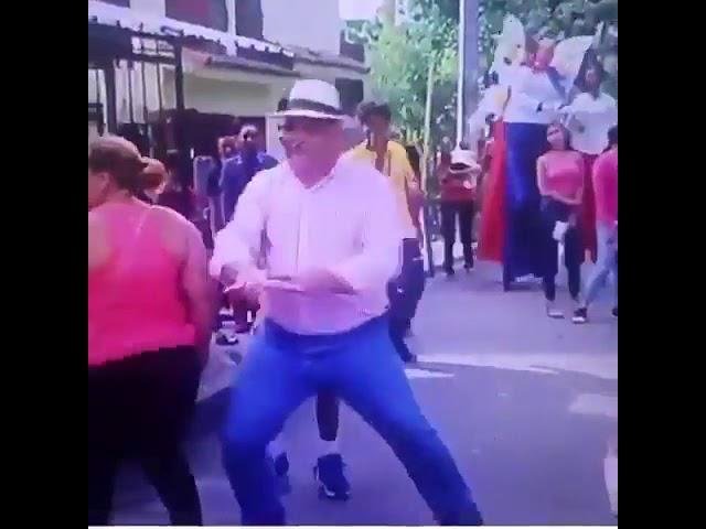 Un vicepresidente bailando Denbow mal o bien?
