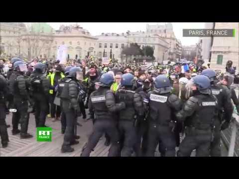 Paris : violents affrontements entre la police et des Gilets jaunes