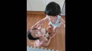 #쌍둥이 #쌍둥이남매 #과자 치우는건 엄마 몫