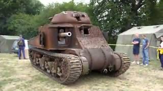 Очень старинный танк.(Боевой танк полностью в рабочем состоянии заводится и едит. Броня танка пробита и похожа на решето., 2013-06-30T14:13:03.000Z)