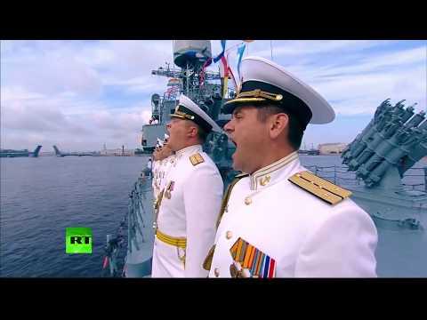 Journée de la marine russe : défilé naval à Saint-Pétersbourg