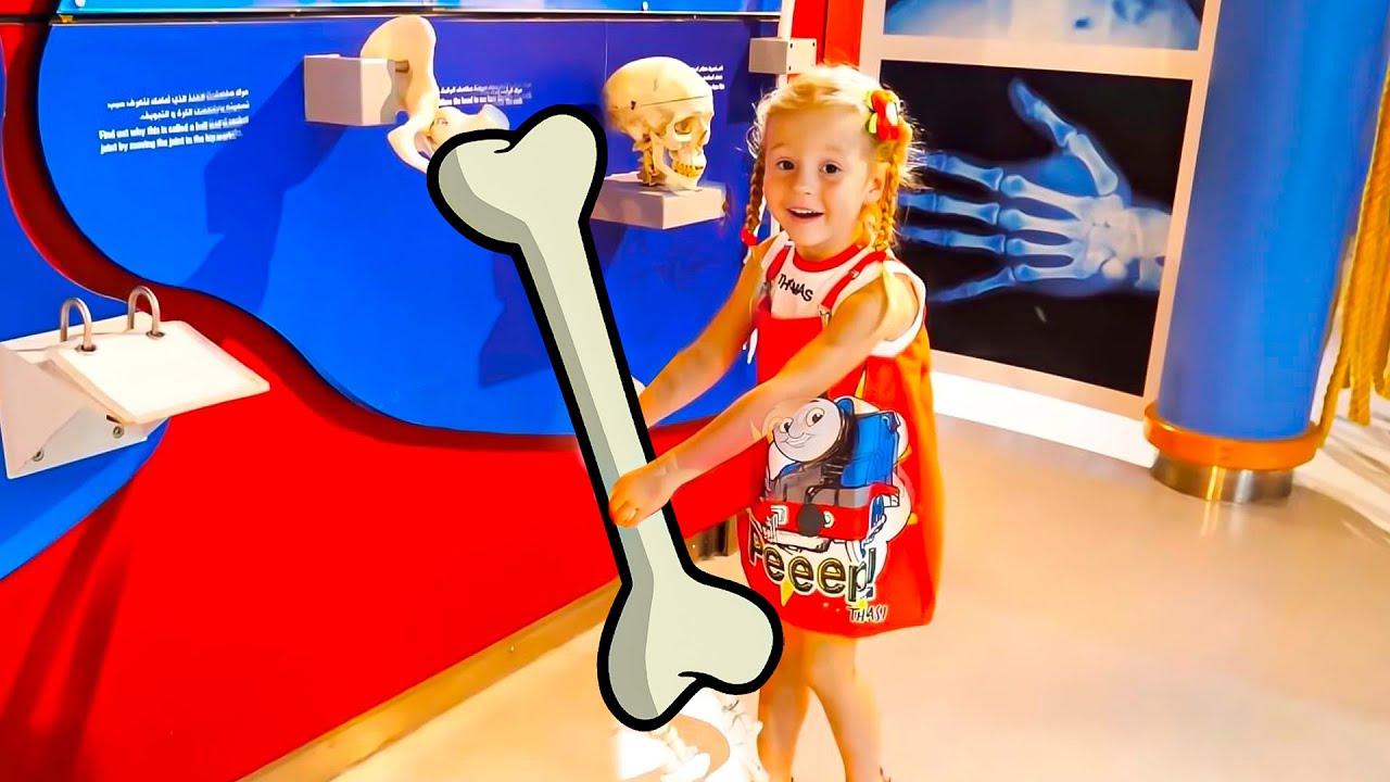 Download Stacy y papá se divierten en el museo