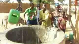 Autour du puit de Thianga.flv