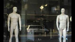 Vita da manichini  - Palermo riflessa nelle vetrine