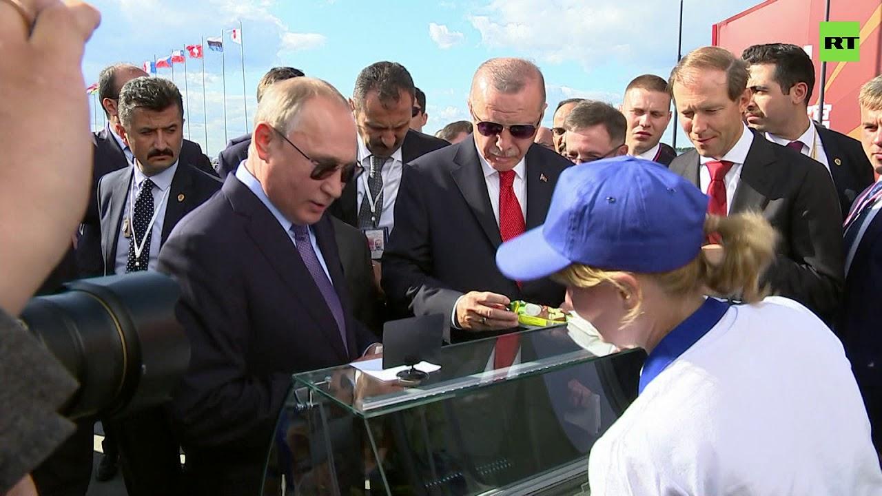 «Сдачу — министру, на развитие авиации»: как Путин угощал Эрдогана мороженым