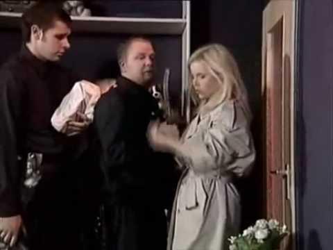 Die geile Nachbarin Jennifer bittet 2 Jungs von Nebenan zu sich&period