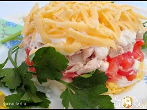 Салат с курицей и помидором