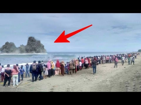 Warga Heboh !! Muncul Semburan Aneh dari dalam Laut, Saat diselidiki ternyata....