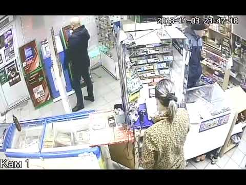 Мужик разозлился на игровой автомат и разгромил магазин