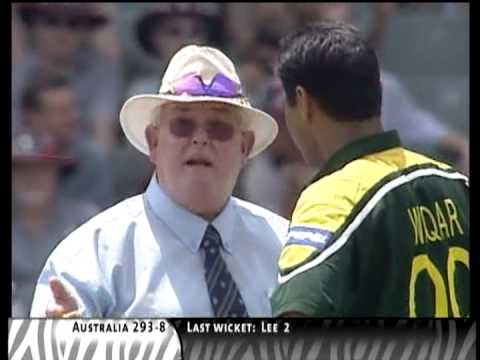 Waqar Younis vs Andrew Symonds, BEAMERS, exciting cricket fight