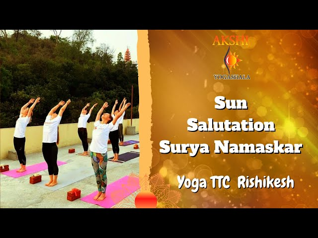 Приветствие солнцу на курсе подготовки преподавателей йоги Sun salutation YTTC-200 Akshi Yogashala