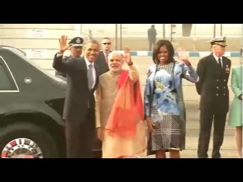 PM Modi receives President Obama at Delhi Airport