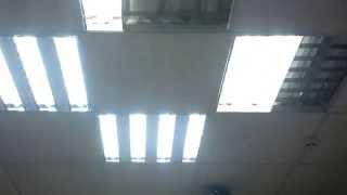видео Выбираем светильник для потолка армстронг, сравниваем модели