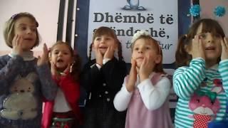 """318. Grupi i Vajzave. Voto poezinë Zgjohem herët në mëngjes, I.P. """"Gëzimi Ynë"""", Viti"""