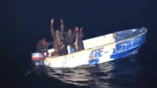 Пираты сдуру перепутали и напали на военный корабль вместо торгового(Сомалийские пираты, видно сослепу, или с великого бодуна напали на французский военный корабль вместо торг..., 2015-07-09T11:37:58.000Z)