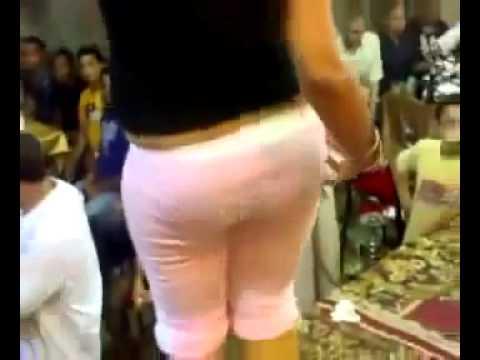 رقص بنت مصريه لابسه كارينا فرح كامل مسخره ! thumbnail