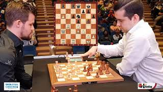 Magnus Carlsen spends 40 seconds to make his first move against Ian Nepomniachtchi