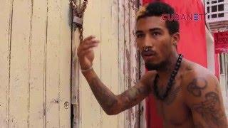 Policía cubana obliga al grafitero Fabián López a borrar obras de arte