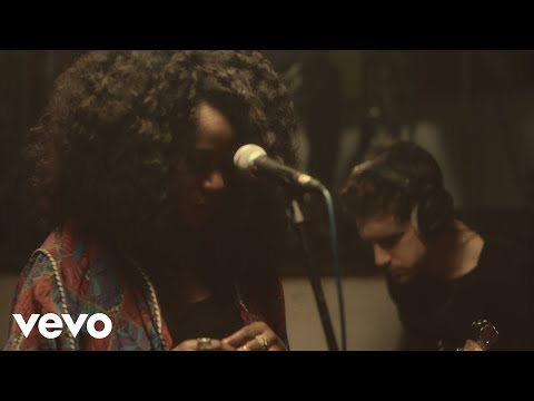NAO - Adore You / Location (Live & Stripped Back from Urchin Studios)