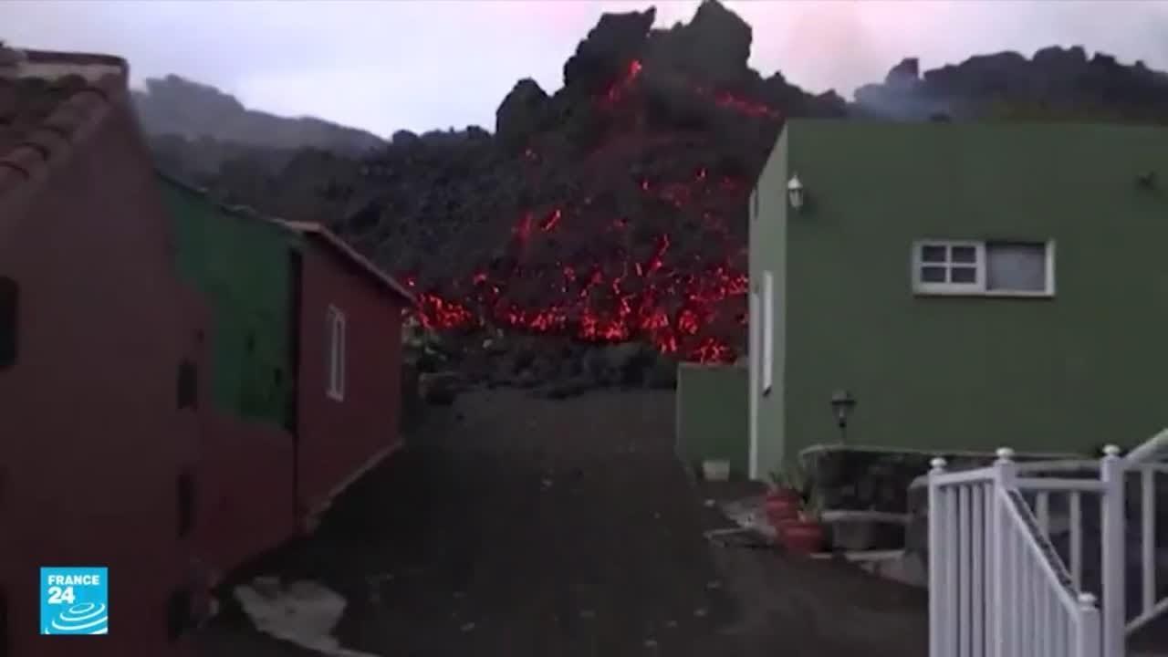 كارثة بركان جزر الكناري.. الحمم البركانية تجرف قرى وتهدم منازل فيما الرماد يكسو المنطقة  - نشر قبل 4 ساعة