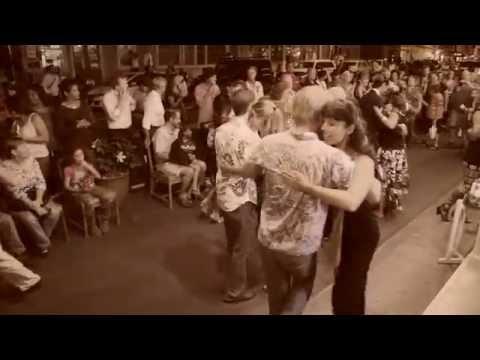 street-tango-in-honokaa,-hawaii