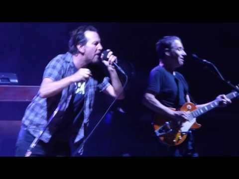 Pearl Jam - Comfortably Numb - Philadelphia (April 29, 2016)
