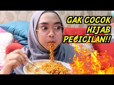 BACA HATE COMMENT SAMBIL MAKAN MIE PEDES
