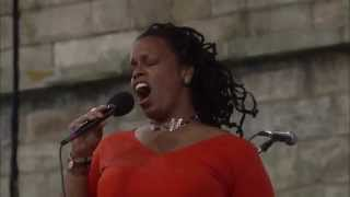 Dianne Reeves - Better Days - 8 / 12 / 2000 - Newport Jazz Festival (Official)