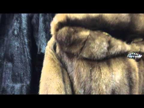 Полушубок норковый с широким капюшоном и поясом