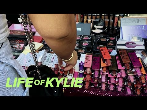 Kylie Jenner And Jordyn Find Fake Lip Kits In Downtown L.A. | Life Of Kylie | E!