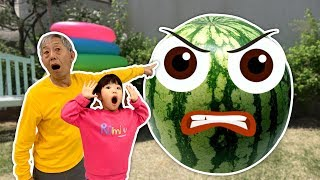 Giant watermelons are coming. Fruits pretend to be alive and moving. 과일들이 살아서 움직여요 - 로미유 Romiyu