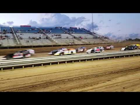Green flag , modified race at Virginia motor speedway