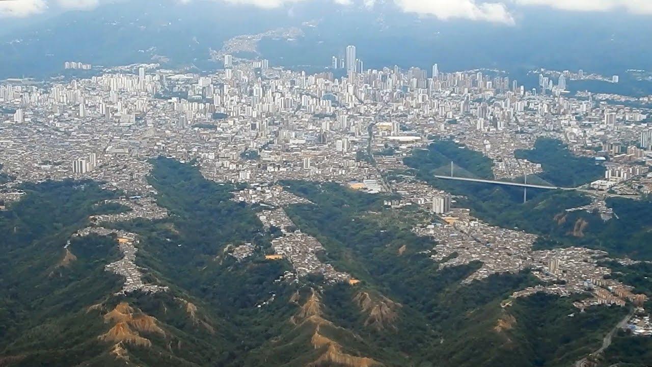 Espectacular vista aérea de la ciudad de Bucaramanga - YouTube