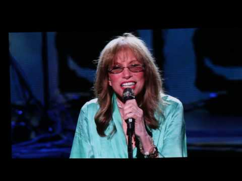 Carly Simon Sings Coming Around/ Itsy Bitsy Spider at 2017 Tribeca Film Festival for Clive Davis