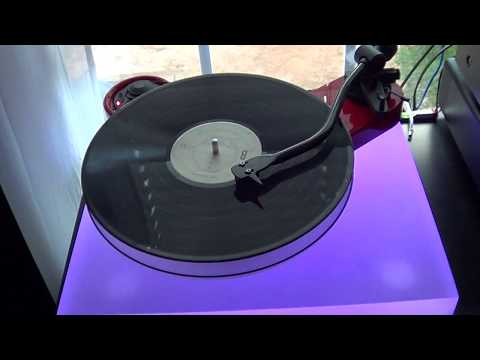 Pro-Ject Carbon RPM3 with Acryl IT Platter and Acrylic LED Isolation Platform