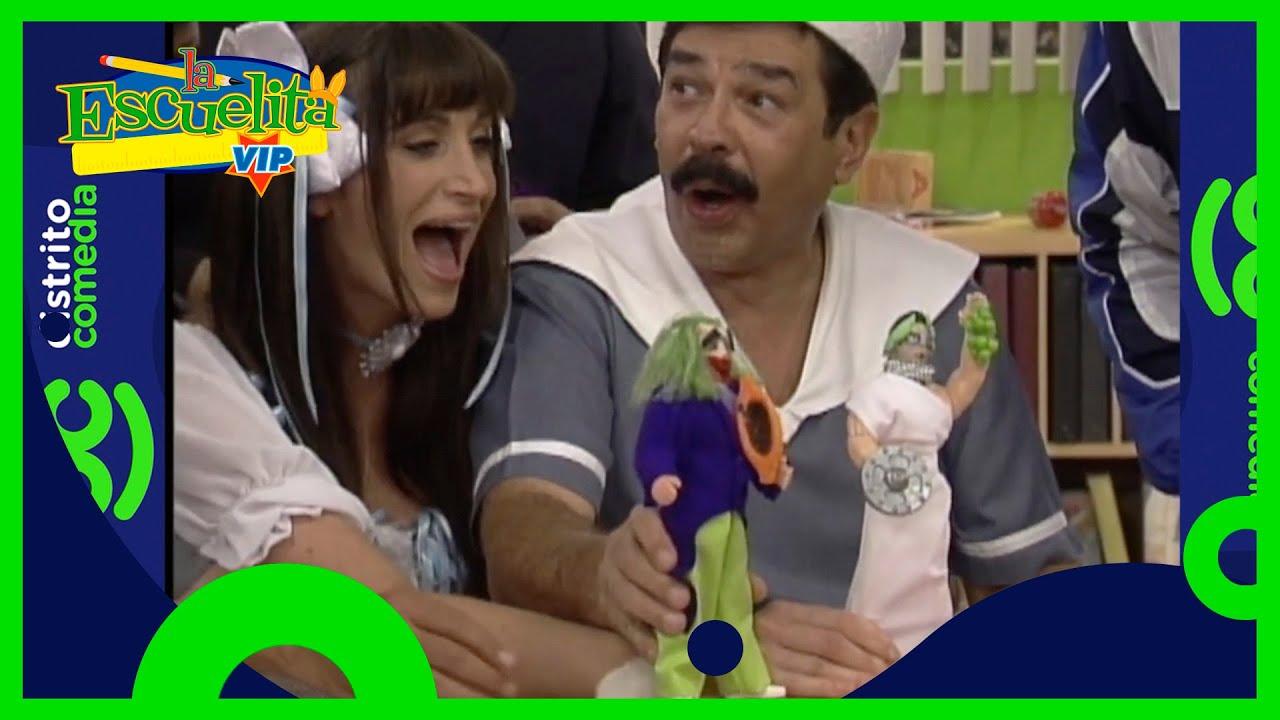 ¡Los alumnos presumen sus muñecos de acción de Eugenio Derbez! | La Escuelita VIP | Distrito Comedia