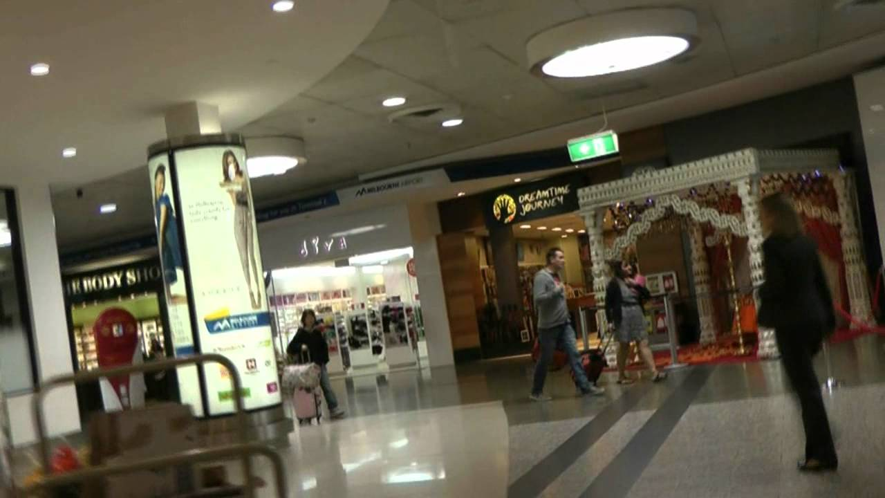 how to go to tullamarine airport