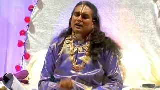 Panduranga Panduranga - Sri Swami Vishwananda sings a Krishna bhajan before darshan