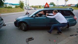 Неадекватный таксист разбивает Субу