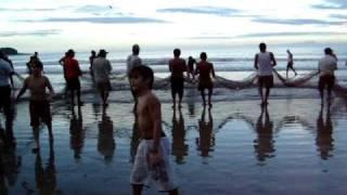 Pescaria de Rede da Arrasto na praia de Camboriu