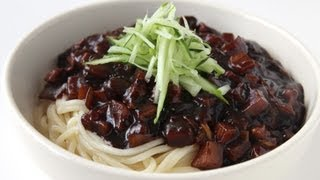 Noodles with blackbean sauce (Jjajangmyeon: 짜장면) English Caption: 영어자막