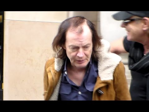 Angus YOUNG AC/DC with Fans in Paris - 28 may 2015 - France - Mai 2015