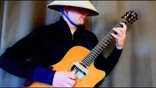 Anh chàng Tây đội nón lá Việt chơi nhạc sàn bằng Guitar cực đỉnh.mp4